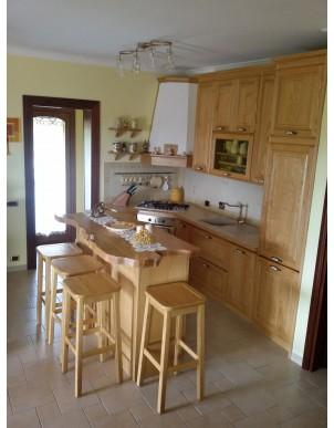 Cucina Sardegna in Legni Masselli Naturali Rifiniti ad Olio